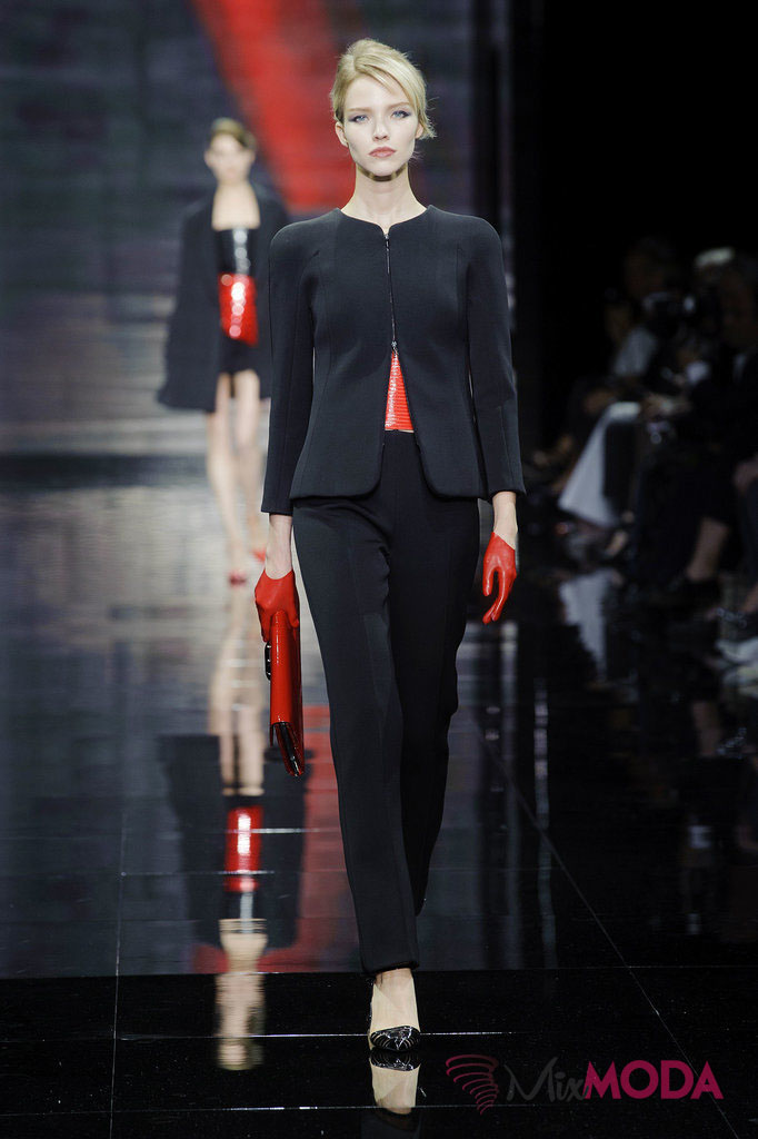 Giorgio-Armani-Prive-Haute-Couture-Fall-2014-10