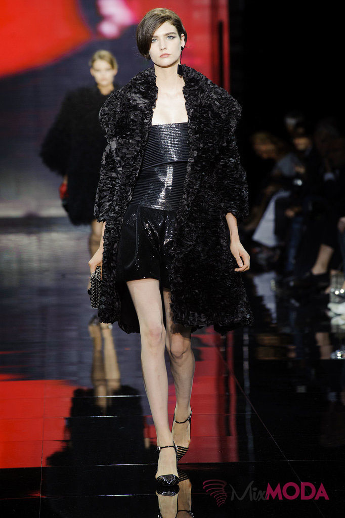 Giorgio-Armani-Prive-Haute-Couture-Fall-2014-21