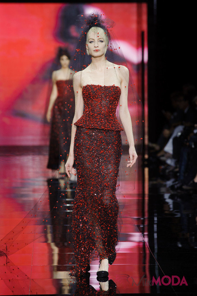 Giorgio-Armani-Prive-Haute-Couture-Fall-2014-34