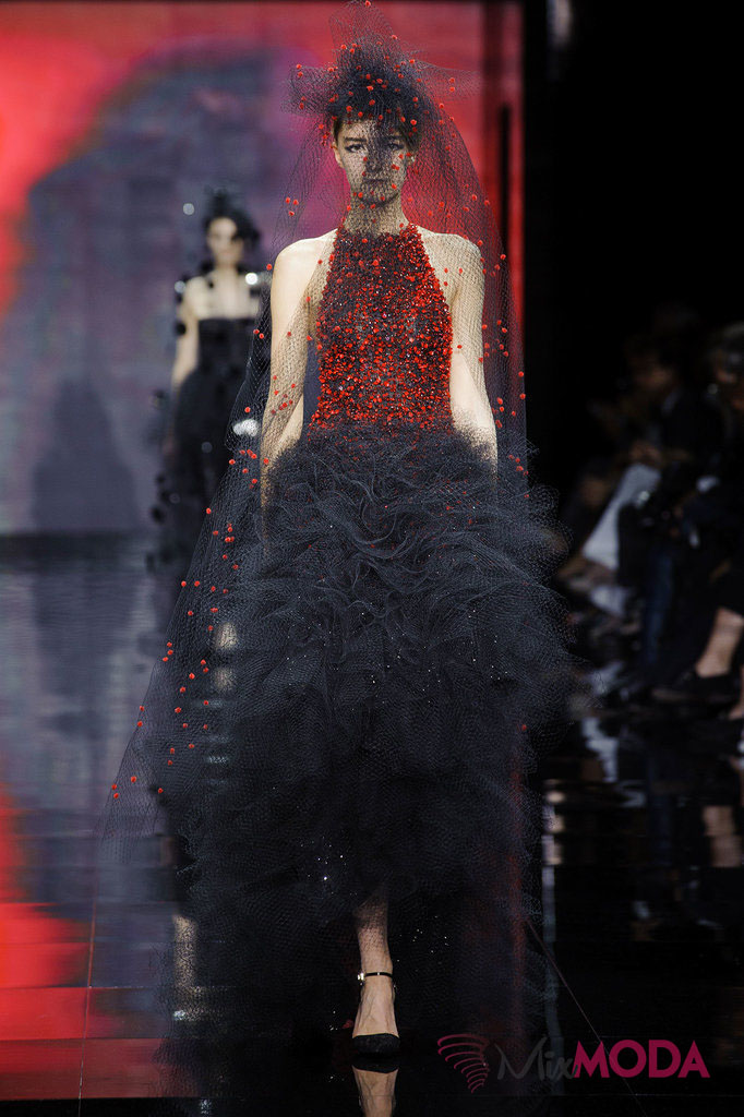 Giorgio-Armani-Prive-Haute-Couture-Fall-2014-39