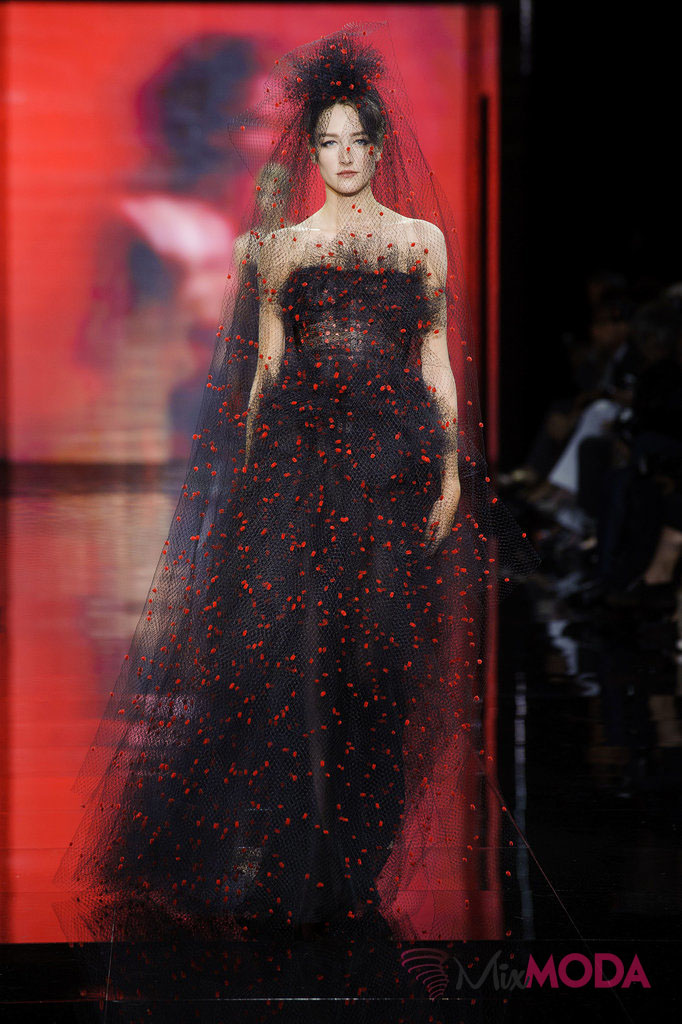 Giorgio-Armani-Prive-Haute-Couture-Fall-2014-67