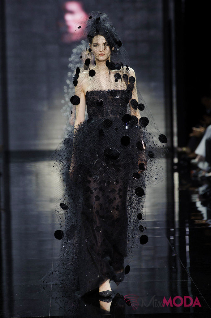 Giorgio-Armani-Prive-Haute-Couture-Fall-2014-69
